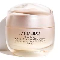 Shiseido Benefiance Wrinkle Smoothing Day Cream SPF 25 - SHISEIDO. Compre o melhor preço e ler opiniões.